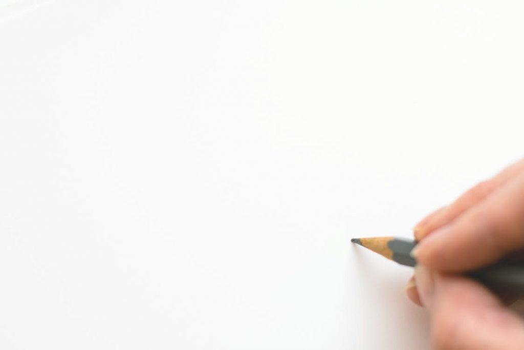 معنی رنگ سفید در طراحی لوگو